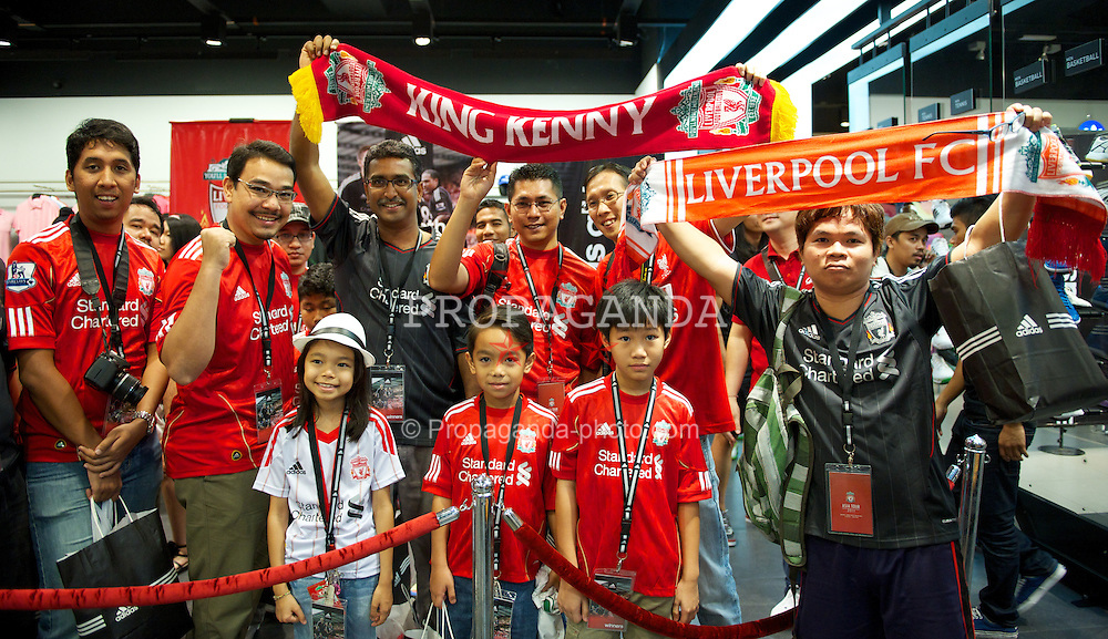 KUALA LUMPUR, MALAYSIA - Friday, July 15, 2011: Liverpool supporters during a promotional event at the Adidas store at the Mid Valley Shopping Centre on day five of the club's Asia Tour. (Photo by David Rawcliffe/Propaganda)