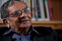 31 MAY 2010, BERLIN/GERMANY:<br /> Jagdish Natwarlal Bhagwati, indischer Oekonom und Professor fuer Politik und Wirtschaft an der Columbia University, waehrend einem Interview, Bibiothek der American Academy<br /> IMAGE: 20100531-02-015<br /> KEYWORDS: Jagdish Bhagwati, Ökonom