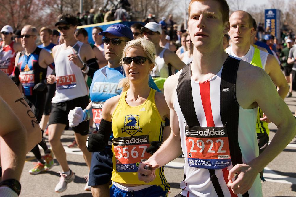 runners start race