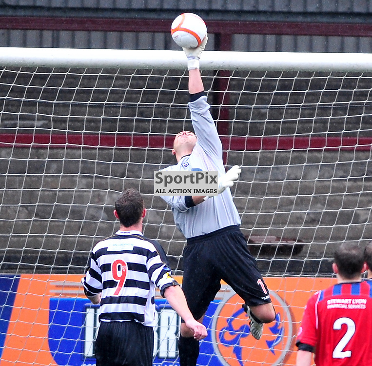 /Elgin City 'keeper John Gibson tips the ball over the bar..East Stirlingshire Elgin Scottish Third Division 25th August 2012..(c)  Alex Todd | StockPix.eu