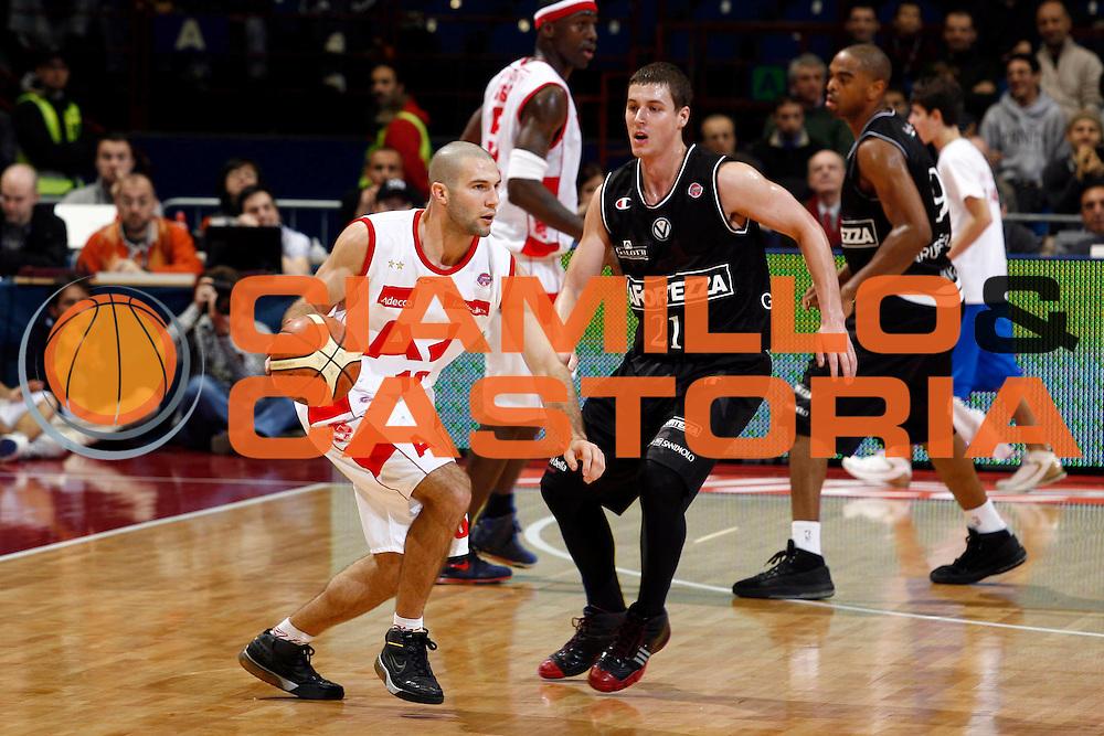 DESCRIZIONE : Milano Lega A1 2007-08 Armani Jeans Milano La Fortezza Virtus Bologna<br /> GIOCATORE : Anthony Giovacchini<br /> SQUADRA : Armani Jeans Milano<br /> EVENTO : Campionato Lega A1 2007-2008<br /> GARA : Armani Jeans Milano La Fortezza Virtus Bologna<br /> DATA : 09/12/2007<br /> CATEGORIA : Palleggio<br /> SPORT : Pallacanestro<br /> AUTORE : Agenzia Ciamillo-Castoria/S.Ceretti<br /> Galleria : Lega Basket A1 2007-2008<br /> Fotonotizia : Milano Campionato Italiano Lega A1 2007-2008 Armani Jeans Milano La Fortezza Virtus Bologna<br /> Predefinita :