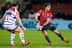 Danny Cipriani of Gloucester Rugby takes on Greg Bateman of Leicester Tigers - Mandatory by-line: Robbie Stephenson/JMP - 16/11/2018 - RUGBY - Kingsholm - Gloucester, England - Gloucester Rugby v Leicester Tigers - Gallagher Premiership Rugby