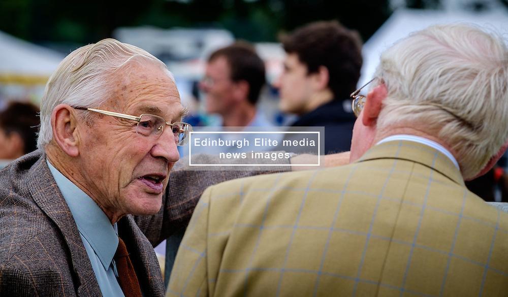 Biggar, South Lanarkshire, Scotland 23 July 2016<br /> <br /> Time for a chat at the show.<br /> (c) Andrew Wilson | Edinburgh Elite media