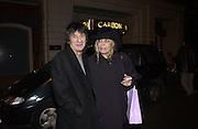 Ron Wood and Anita Pallenberg. Frost French, Duke of York's theatre. St, Martin's Lane. 17/2/02© Copyright Photograph by Dafydd Jones 66 Stockwell Park Rd. London SW9 0DA Tel 020 7733 0108 www.dafjones.com