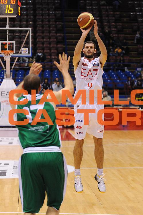 DESCRIZIONE : Milano Lega A 2011-12 EA7 Emporio Armani Milano Benetton Treviso<br /> GIOCATORE : Antonis Fotsis<br /> CATEGORIA : Tiro<br /> SQUADRA : EA7 Emporio Armani Milano<br /> EVENTO : Campionato Lega A 2011-2012<br /> GARA : EA7 Emporio Armani Milano Benetton Treviso<br /> DATA : 11/01/2012<br /> SPORT : Pallacanestro<br /> AUTORE : Agenzia Ciamillo-Castoria/A.Dealberto<br /> Galleria : Lega Basket A 2011-2012<br /> Fotonotizia : Milano Lega A 2011-12 EA7 Emporio Armani Milano Benetton Treviso<br /> Predefinita :