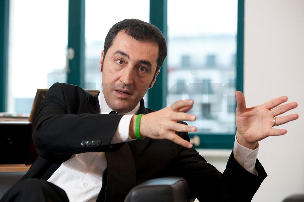 05 JAN 2012, BERLIN/GERMANY:<br /> Cem Oezdemir, B90/Gruene Bundesvorsitzender, waerhend einem Interview, in seinem Buero, Bundesgeschaeftsstelle Buendnis 90 / Die Gruenen<br /> IMAGE: 20120105-01-016<br /> KEYWORDS: Cem Özdemir, Büro