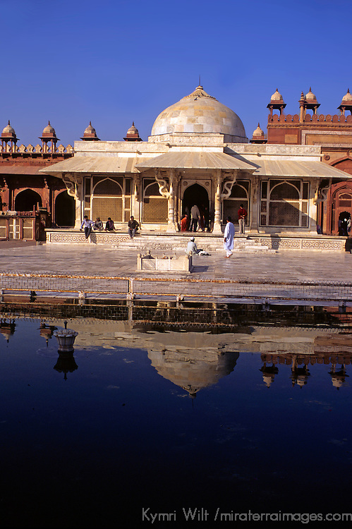 Asia, India, Uttar Pradesh, Fatehpur Sikri. The marble tomb of Salim Chisti reflecting at Fatehpur Sikri.