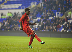 READING, ENGLAND - Wednesday, March 12, 2014: Liverpool's Sheyi Ojo scores as he takes the fourth penalty of the shoot-out against Reading during the FA Youth Cup Quarter-Final match at the Madejski Stadium. (Pic by David Rawcliffe/Propaganda)