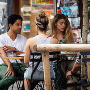 NLD/Amsterdam/20150702 - Adam Rodriguez en Amber Heard eten op een terras in Amsterdam - AdamRodriquez and Amber Heard eating on a terras in Amsterdam,