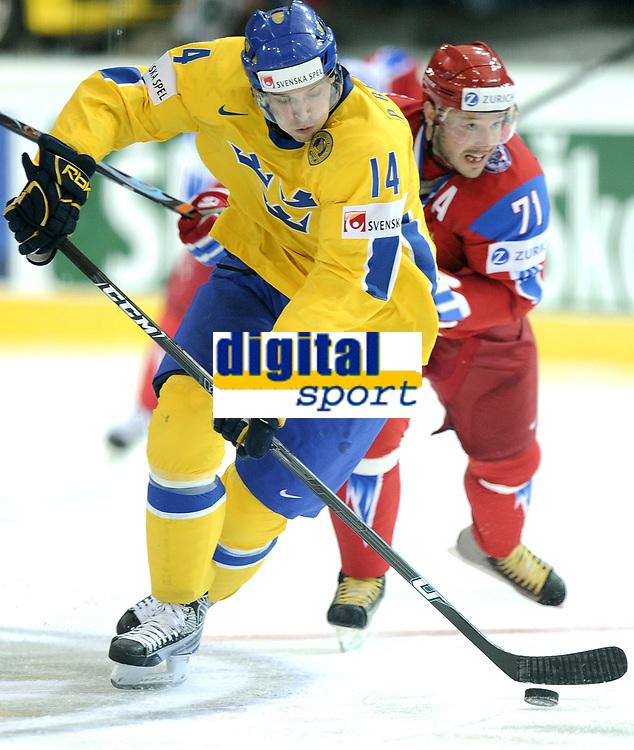 Patrik Berglund (SWE) gegem  Ilya Kovalchuk (RUS) © Melanie Duchene/EQ Images