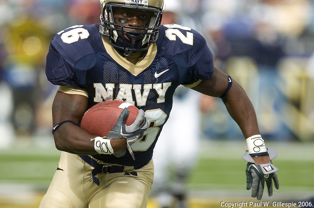 0.357142857142857<br /> 10/28/2006 Notre Dame vs Navy Football at M&amp;T Bank Stadium in Baltimore, MD. Notre Dame wins 38-14. Navy # 26 Shun White. Photo by Paul W Gillespie