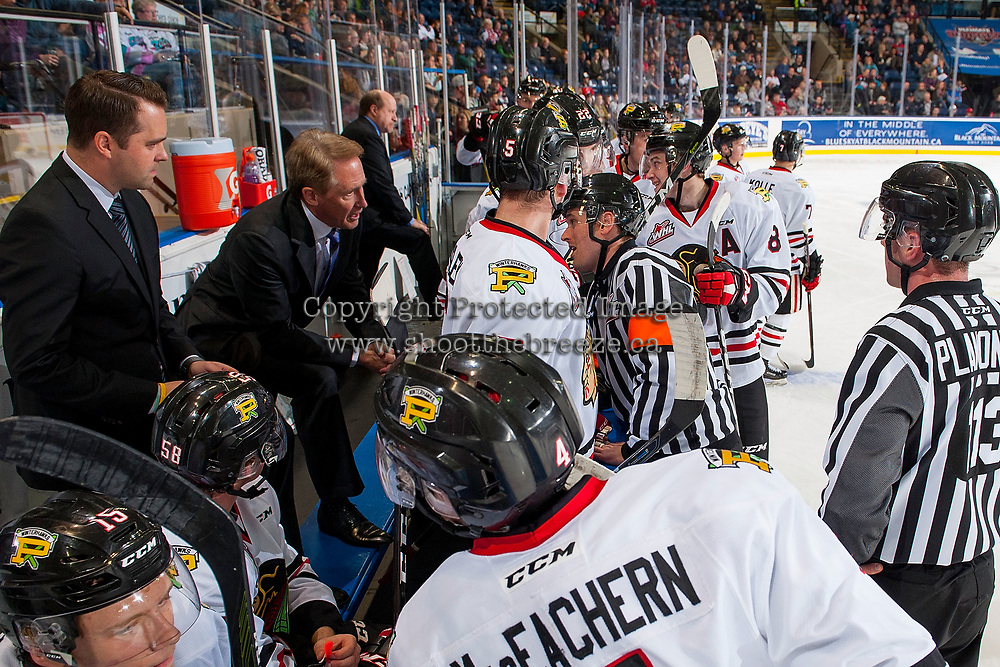 KELOWNA, CANADA - OCTOBER 20: Portland Winterhawks' head coach Mike Johnston stands on the bench and speaks to referee Jeff Ingram about a call against the Kelowna Rockets on October 20, 2017 at Prospera Place in Kelowna, British Columbia, Canada.  (Photo by Marissa Baecker/Shoot the Breeze)  *** Local Caption ***