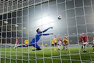 KERKRADE, Roda JC - FC Utrecht, voetbal, Eredivisie, seizoen 2016-2017, 17-12-2016, Parkstad Limburg Stadion, mooie redding van Roda JC keeper Benjamin van Leer (3L), FC Utrecht speler Ramon Leeuwin (R).