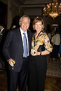 AMERICAN AMBASSADOR ROBERT TUTTLE : JULIA PEYTON-JONES. Serpentine Pavilion opneing event: Drinks party hosted by the American Ambassador Robert Tuttle at his residence  in Regent's Park. .  *** Local Caption *** -DO NOT ARCHIVE-© Copyright Photograph by Dafydd Jones. 248 Clapham Rd. London SW9 0PZ. Tel 0207 820 0771. www.dafjones.com.