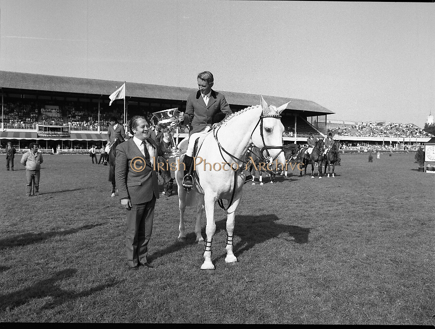 The Dublin Horse Show.1982.07.08.1982.08.07.1982.7th August 1982...The Dublin Horse Show..R.D.S., Ballsbridge, Dublin.The winners of the Aga Khan team trophy were Great Britain. The shows' leading rider was Mr Harvey Smith, Great Britain..Picture shows the winning captain Mr David Broome accepting the trophy from The Minister for Agriculture Mr Brian Lenihan T.D.