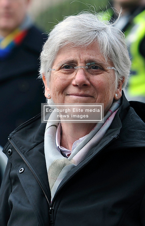 Spain has withdrawn a European arrest warrant for a pro-independence Catalan politician who has been battling against extradition from Scotland.<br /> <br /> Prof Clara Ponsati was arrested by Scottish police in March.<br /> <br /> Along with other Catalan leaders, she had been accused of rebellion and misappropriation of public funds over the disputed independence referendum.<br /> <br /> A Spanish judge has now dropped the warrant for Ms Ponsati who tweeted a thank you to her supporters.
