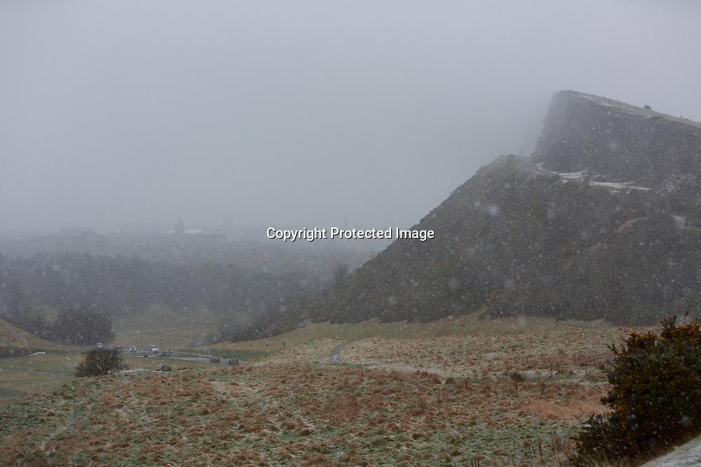 Edinburgh, Scotland. UK. 4th April 2018. UK Weather. Heavy snow shower conditions in Edinburgh. Pako Mera