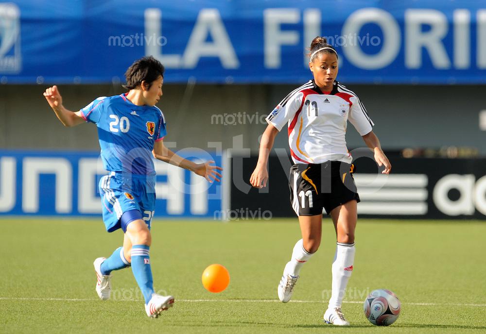 Fussball Frauen FIFA U 20  Weltmeisterschaft 2008    23.11.2008 Deutschland - Japan     Germany - Japan Nicole BANECKI (re, GER) im zweikampf mit Yoka KADO (li, JPN).