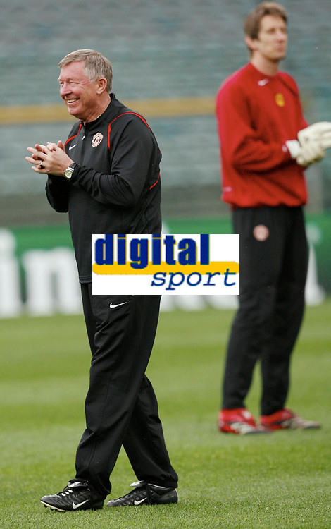 Photo: AF Wrofoto/Sportsbeat Images.<br />Manchester United training session. UEFA Champions League. 03/04/2007.<br />Sir Alex Ferguson during training.