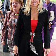 NLD/Bussum/20070905 - Prinses Maxima opent de digitale kunstuitleenbank  en expositie opening  'IK & DE ANDER, DE ANDER & IK' van De Open Ankh in 't Spant in Bussum
