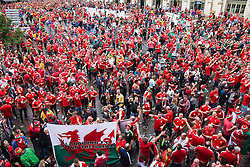 LILLE, FRANCE - Friday, July 1, 2016: Wales fans gather in the centre of Lille ahead of the UEFA Euro 2016 Championship Quarter-Final match against Belgium at the Stade Pierre Mauroy. (Pic by Paul Greenwood/Propaganda)