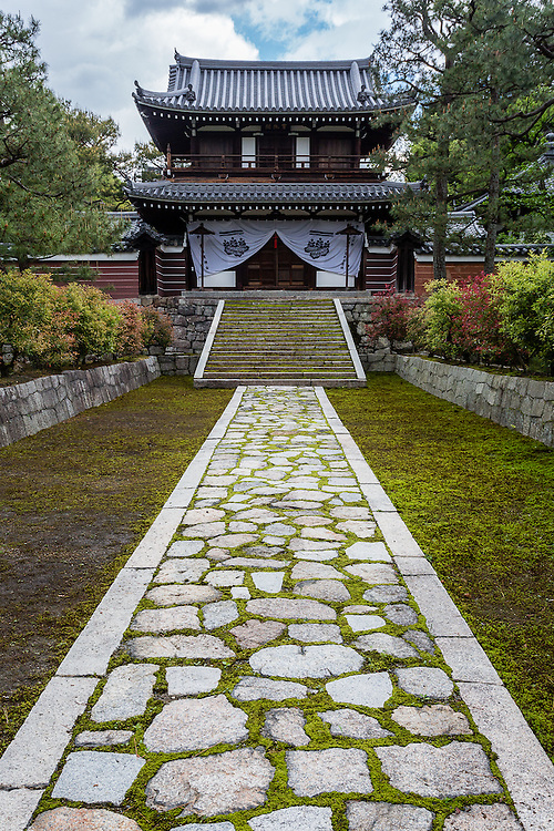 The path to an annex of Kennin-ji Temple, in the middle of Higashiyama district of Kyoto.