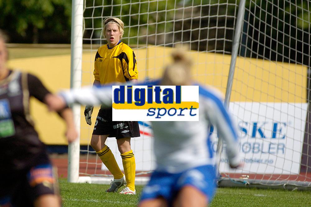 Camilla Galeborgen, Kolbotn kom inn som den tredje keeperen til hjemmelaget, og den femte i kampen. Toppserien 2007: Kolbotn - Asker 2-0. 30. juni 2007. (Foto: Peter Tubaas/Digitalsport).