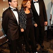 NLD/Den Haag/20111201- Premiere Ramses, Marja Bijsterveldt, partner en zoon  met gebroken voet