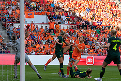 01-06-2019 NED: Netherlands - Australia, Eindhoven<br /> <br /> Friendly match in Philips stadion Eindhoven. Netherlands win 3-0 / goalkeeper Lydia Williams #1 of Australia, Shanice van de Sanden #7 of The Netherlands, Alanna Kennedy #14 of Australia, Vivianne Miedema #9 of The Netherlands