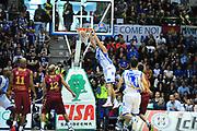 DESCRIZIONE : LegaBasket Serie A 2013-14 Dinamo Banco di Sardegna Sassari - Umana Reyer Venezia<br /> GIOCATORE : Drew Gordon<br /> CATEGORIA : Schiacciata Controcampo<br /> SQUADRA :  Dinamo Banco di Sardegna Sassari<br /> EVENTO : Campionato Serie A 2013-14<br /> GARA : Dinamo Banco di Sardegna Sassari - Umana Reyer Venezia<br /> DATA : 16/03/2014<br /> SPORT : Pallacanestro <br /> AUTORE : Agenzia Ciamillo-Castoria / M.Turrini<br /> Galleria : Lega Basket Serie A Beko 2013-2014  <br /> Fotonotizia : LegaBasket Serie A 2013-14 Dinamo Banco di Sardegna Sassari - Umana Reyer Venezia<br /> Predefinita :