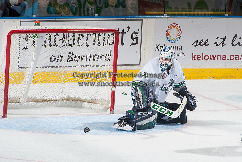 KELOWNA, CANADA - DECEMBER 7: Rylan Toth #31 of the Seattle Thunderbirds makes a save against the Kelowna Rockets on December 7, 2016 at Prospera Place in Kelowna, British Columbia, Canada.  (Photo by Marissa Baecker/Shoot the Breeze)  *** Local Caption ***