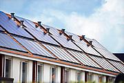 Nederland, Arnhem, 25-4-2017Bouwplaats voor huizen in Meinerswijk, onderdeel van de stadsuitbreiding. Er worden hier veel verschillende woningtypen gebouwd, zowel voor sociale huur,koop en vrije sector. Deze huizen hebben zonnepanelen op het dakFoto: Flip Franssen