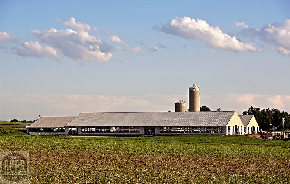 A collection of Barns that still can be seen while traveling the countryside in  the beautiful State of Wisconsin.<br /> Dane County-Farm on Hwy 51 north of Madison. Barns from around the State of Wisconsin.