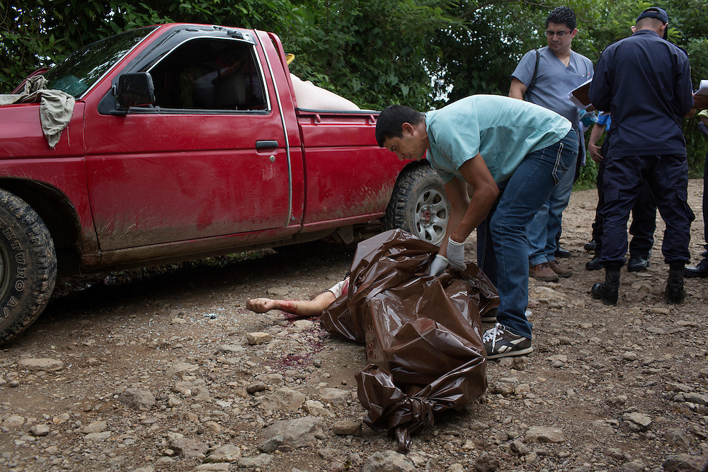 San Pedro Sula, Honduras<br /> <br /> Jessica  Henriques 26, &auml;r &auml;nka sedan n&aring;gra timmar tillbaka. Hennes man Juan 40, sk&ouml;ts ihj&auml;l av ok&auml;nda m&auml;n n&auml;r han var p&aring; v&auml;g med sin bil.<br /> <br /> Photo: Niclas Hammarstr&ouml;m