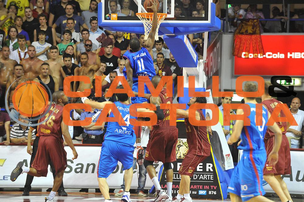 DESCRIZIONE : Venezia Lega Basket A2 2010-11 Playoff Finale Gara 4 Umana Reyer Fastweb Casale Monferrato<br /> GIOCATORE : Donell Taylor<br /> CATEGORIA :Schiacciata Controcampo<br /> SQUADRA : Umana Reyer Fastweb Casale Monferrarto<br /> EVENTO : Campionato Lega A2 2010-2011<br /> GARA : Umana Reyer Venezia Fastweb Casale Monferrato<br /> DATA : 19/06/2011<br /> SPORT : Pallacanestro <br /> AUTORE : Agenzia Ciamillo-Castoria/M.Gregolin<br /> Galleria : Lega Basket A2 2010-2011 <br /> Fotonotizia : Venezia Lega Basket A2 2010-11 Playoff Finale Gara 4 Umana Reyer Venezia Fastweb Casale Monferrato<br /> Predefinita :