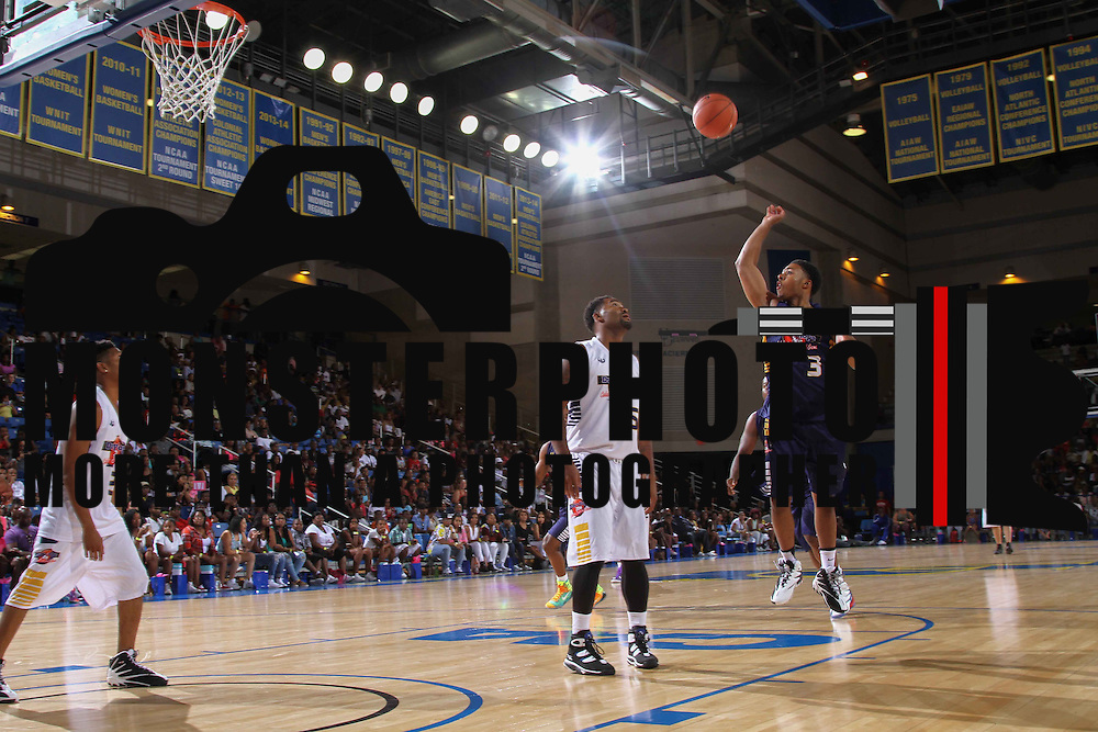 Diggy Simmons (3) attempt a mid range shot from the paint in the first half of The 2015 Duffy's Hope Celebrity Basketball Game Saturday, August 01, 2015, at The Bob Carpenter Sports Convocation Center, in Newark, DEL.    <br /> <br /> Proceeds will benefit The Non-Profit Organization Duffy's Hope Youth Programming.