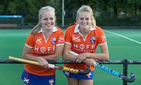 BLOEMENDAAL - Dames I , seizoen 2015-2016.   aanvoerders, Melle Spruijt en Pien Holleman. COPYRIGHT KOEN SUYK