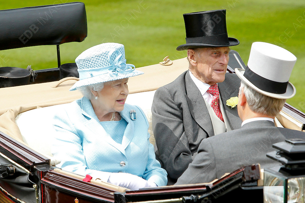 19.JUNE.2012. LONDON<br /> <br /> QUEEN ELIZABETH II AND PRINCE PHILIP ARRIVE AT THE FIRST DAY OF THE ROYAL ASCOT<br /> <br /> BYLINE: EDBIMAGEARCHIVE.CO.UK<br /> <br /> *THIS IMAGE IS STRICTLY FOR UK NEWSPAPERS AND MAGAZINES ONLY*<br /> *FOR WORLD WIDE SALES AND WEB USE PLEASE CONTACT EDBIMAGEARCHIVE - 0208 954 5968*