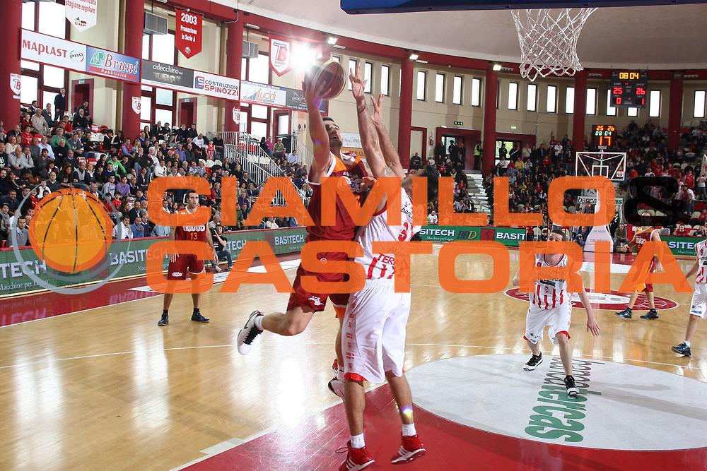 DESCRIZIONE : Teramo Lega A 2009-10 Bancatercas Teramo Lottomatica Virtus Roma<br /> GIOCATORE : Tadija Dragicevic<br /> SQUADRA : Lottomatica Virtus Roma<br /> EVENTO : Campionato Lega A 2009-2010 <br /> GARA : Bancatercas Teramo Lottomatica Virtus Roma<br /> DATA : 11/04/2010<br /> CATEGORIA : tiro penetrazione<br /> SPORT : Pallacanestro <br /> AUTORE : Agenzia Ciamillo-Castoria/C.De Massis<br /> Galleria : Lega Basket A 2009-2010 <br /> Fotonotizia : Teramo Lega A 2009-10 Bancatercas Teramo Lottomatica Virtus Roma<br /> Predefinita :