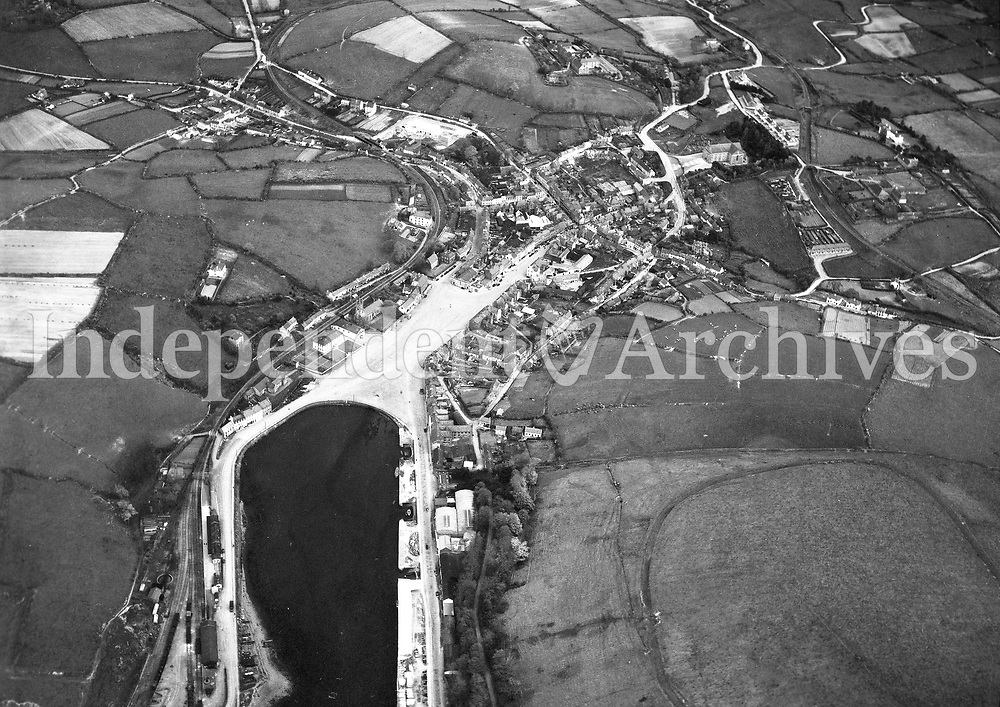 A51 Bantry.   (09/04/54) (Part of the Independent Newspapers Ireland/NLI collection.)<br /> <br /> <br /> These aerial views of Ireland from the Morgan Collection were taken during the mid-1950's, comprising medium and low altitude black-and-white birds-eye views of places and events, many of which were commissioned by clients. From 1951 to 1958 a different aerial picture was published each Friday in the Irish Independent in a series called, 'Views from the Air'.