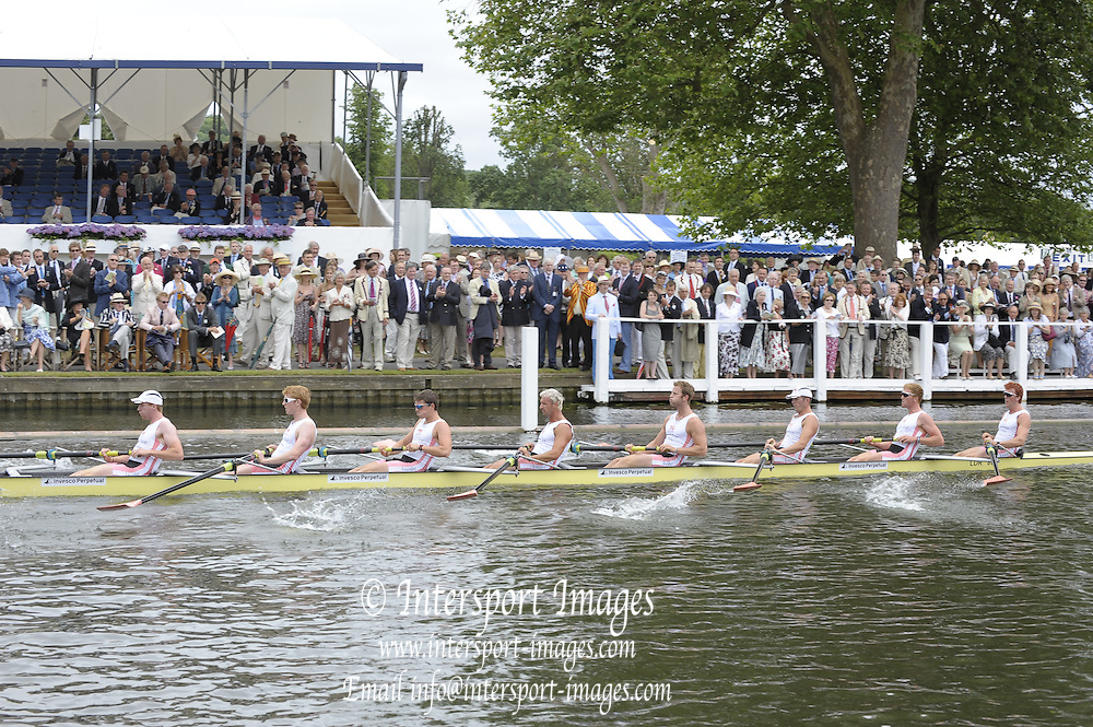 Henley, Great Britain. Leander club, during the closing stages of the heat in the Ladies Challenge Plate. 2009 Henley Royal Regatta Friday 03/07/2009 at  [Mandatory Credit. Peter Spurrier/Intersport Images] . HRR.