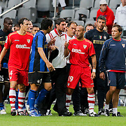 NLD/Amsterdam/20080808 - LG Tournament 2008 Amsterdam, FC Internazionale v Sevilla FC, Ernesto javier Chevanton Espinosa heeft ruzie met ....