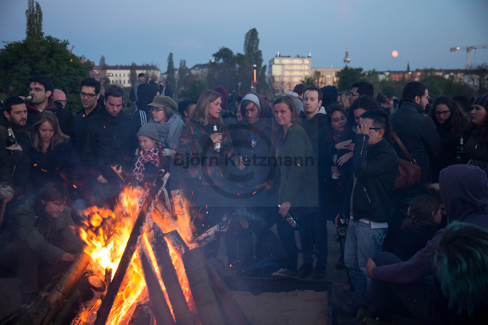 Berlin, Germany - 30.04.2017<br /> <br /> Walpurgis Night in the Berlin. Thousands celebrate peacefully the Walpurgis Night 2017 in the Mauerpark in Prenzlauer Berg.<br /> <br /> Walpurgisnacht im Berlin. Tausende feiern friedlich im Mauerpark in Prenzlauer Berg.<br /> <br /> Photo: Bjoern Kietzmann