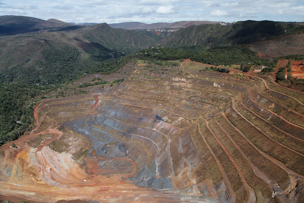 Belo Horizonte_MG, Brasil.<br /> <br /> Mineracao Lagoa Seca, proxima a Serra do Curral, no Bairro Belvedere.<br /> <br /> Lagoa Seca mining, near to Serra do Curral, in Belvedere neighborhood.<br /> <br /> Foto: JOAO MARCOS ROSA / NITRO