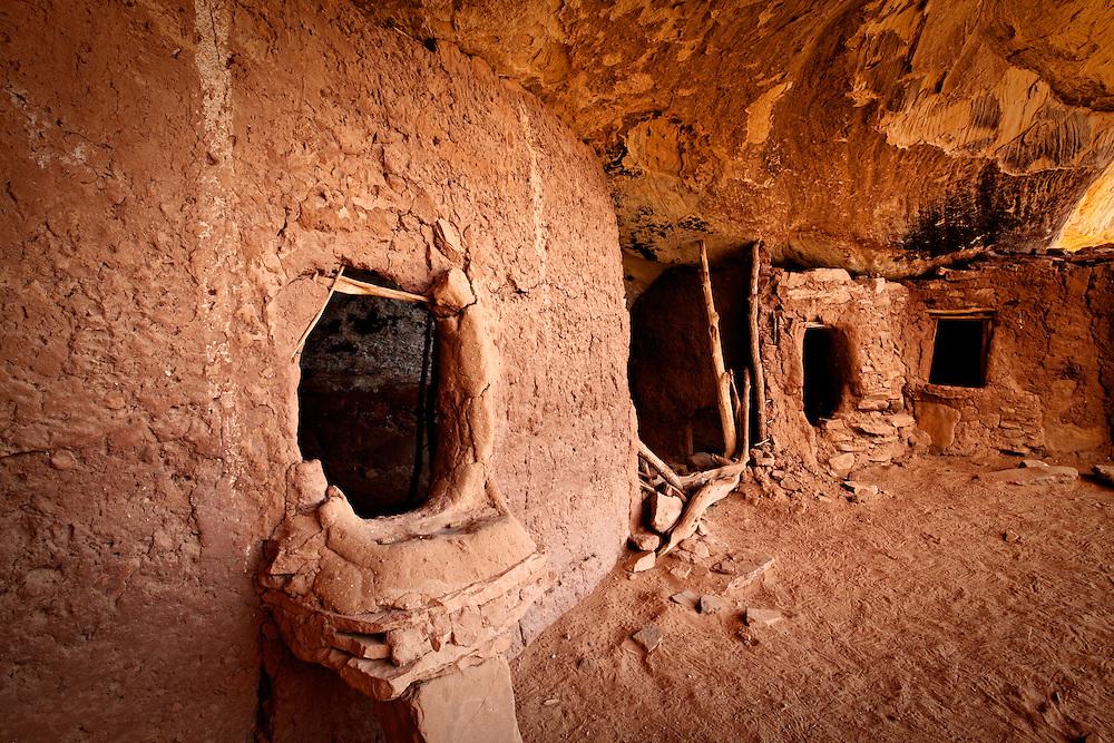 Ancestral Puebloan (Anasazi) cliff dwelling and granaries. Cedar Mesa, Utah.