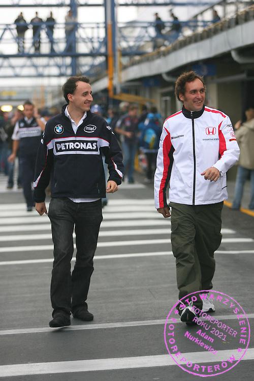 20.10.2006 Sao Paulo, Brazil, ..Robert Kubica (POL),  BMW Sauber F1 Team with Franck Montagny (FRA), Test Driver, Super Aguri F1 - Formula 1 World Championship, Rd 18, Brazilian Grand Prix, Friday ..FOT. XPB.CC / WROFOTO..*** POLAND ONLY !!! ***