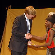 NLD/Amsterdam/20060409 -  Première Black Pinocchio, ontvangst 1e exemplaar boek The Black Pinocchio door kroonprins Willem Alexander