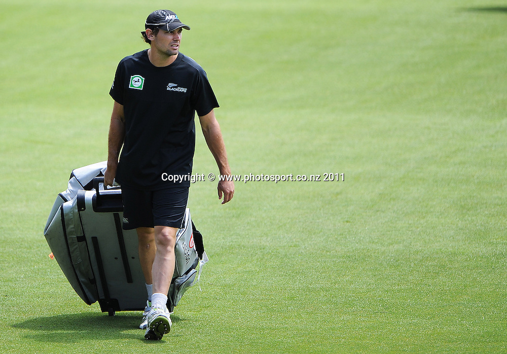 Dean Brownlie heads to training at Bellerive Oval ahead of the second cricket test match versus Australia in Hobart. Thursday 8 December 2011. Photo: Andrew Cornaga/Photosport.co.nz