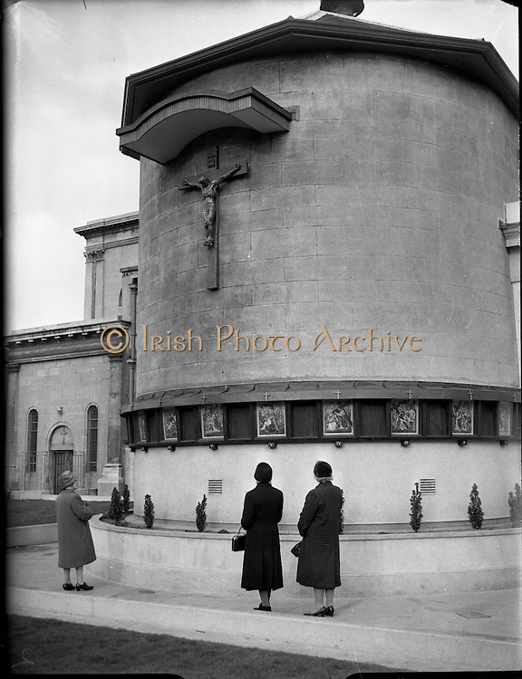 Stations of the Cross outside Merchants Quay..10.11.1961