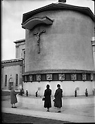 Stations of the Cross outside Merchants Quay..10.11.1961